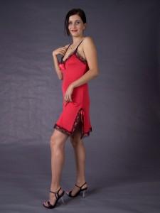 Gattina Dessous Seiden- Nachthemd Interlaken - Kirsch- roter Seidenjersey mit schwarzer Spitze