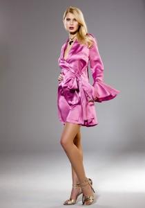 Kurze Robe aus fuchsia-pinkem Seiden- Satin von Gattina Dessous