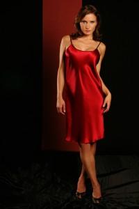 Seidennachthemd aus rotem Seidensatin von Gattina Dessous