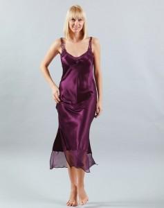 Langes Seiden-Nachtkleid Rosaly in Aubergine-Violett