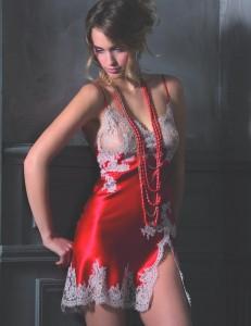 Marjolaine Seiden-Negligé Divine scharlach-rot mit titan-farbener Spitze